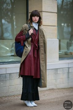 30 Elegant Outfit Ideas to Keep You Warm During Cold Season - Outfitcast - Street Style Blog, Street Style 2017, Street Chic, Sweater Layering, Layering Outfits, Long Beige Coat, Long Coat Outfit, Long Plaid Skirt, Winter Maxi