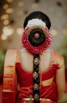 indian wedding hair Stylish Wedding Hairstyle Ideas For Indian Bride - Indian Fashion Ideas South Indian Wedding Hairstyles, Bridal Hairstyle Indian Wedding, Bridal Hair Buns, Indian Bridal Sarees, Bridal Hairdo, Indian Bridal Makeup, Indian Bridal Fashion, Wedding Hairstyles For Long Hair, Hair Wedding