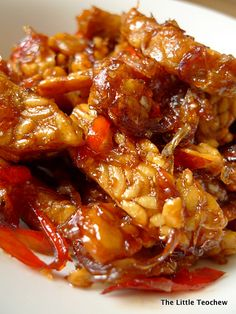 The Little Teochew: Singapore Home Cooking: Sweet Spicy Sticky Tempeh - sugar, shallots, garlic, chili, kicap manis. Indonesian Cuisine, Indonesian Recipes, Asian Recipes, Vegetarian Recipes, Cooking Recipes, Healthy Recipes, Sweets Recipes, Recipes Dinner, Malaysian Food