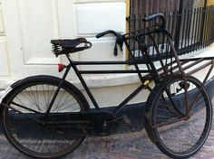 Cafébaas Tom Mulder van It Houtsje heeft zijn 65 jaar oude Gazelle fiets terug.