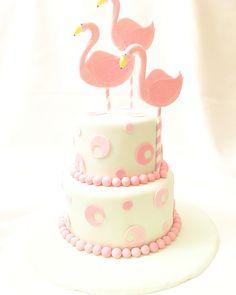 Flamingo cake Flamingo Baby Shower, Flamingo Cake, Flamingo Birthday, Beautiful Desserts, Beautiful Cakes, Cupcake Cookies, Cupcakes, Fondant, Aloha Party