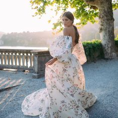 Image may contain: one or more people, people standing and outdoor Monique Lhuillier, Ball Dresses, Ball Gowns, Prom Dresses, Butterfly Wedding Dress, Mlb, Bridal Gowns, Wedding Gowns, Versace Gown