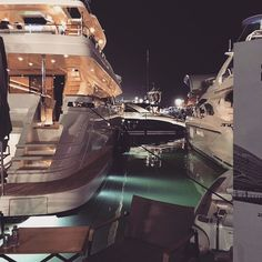 best luxury cars for her - Sports cars - Lebensraum Luxury Boat, Best Luxury Cars, Luxury Yachts, Boujee Lifestyle, Wealthy Lifestyle, Billionaire Lifestyle, Luxury Living, Life Is Good, Relax