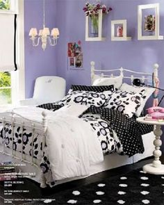Ailie likes black and lavendar - pretty cute idea.....black purple bedroom design for girls