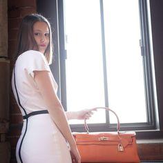Hermes Orange, Best Pens, Kelly Bag, Hermes Bags, Black Stains, Orange Leather, Designer Handbags, How To Wear, Women