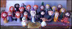 22 personagens da saga Harry Potter, em versão chibi (estilo infantil simplificado), feitos em porcelana fria (biscuit). Um presente inesquecível para qualquer fã de Harry Potter!   Eles podem ser adquiridos em kit ou separadamente.  Este kit contém os seguintes personagens: Harry - Rony - Hermione - Luna Lovegood - Neville Longbottom - Draco Malfoy - Dumbledore - Hagrid - Professora McGonagall - Professor Snape - Professor Lupin - Alastor Moody - Sírius Black -  Arthur Weasley - Molly…