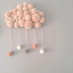 Produit phare Sweet Poom, ce nuage est entièrement réalisé à la main, chaque pièce est unique.Il apporte de la douceur dans une chambre de bébé/enfant.Les gouttes sont déclinables en plusie...