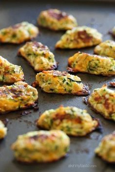 Zucchini Tots recipe: Getting your family to eat their veggies can often be difficult. Well these kid-friendly zucchini tots are the perfect solution! They make a great side for breakfast or dinner! Healthy Recipes, Vegetable Recipes, Baby Food Recipes, Healthy Snacks, Vegetarian Recipes, Healthy Eating, Cooking Recipes, Delicious Recipes, Clean Eating