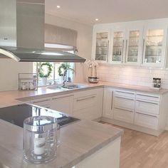 Dreamy - Katharina Scholz - - Yvonne Dekor Home Kitchen Room Design, Home Decor Kitchen, Kitchen Furniture, Kitchen Interior, Home Kitchens, Open Plan Kitchen, New Kitchen, Kitchen Dining, Kitchen Cabinets
