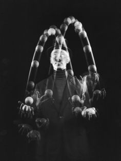 Stroboscopic photo of juggling by Gjon Mili Sequence Photography efdcfb52df4