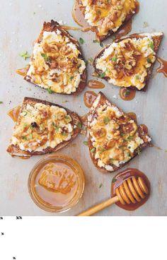 Honey walnut goat cheese toasts