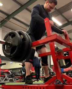 This is designed to replicate the squat with a ratio. like the leg press or hack squat allow you to load more weight than you would normally be able to lift, not so with the belt squat! Order now. Proper Squat Form, Squat Technique, How To Squat Properly, Home Made Gym, Squat Machine, Dream Home Gym, Home Gym Garage, Leg Press, Thing 1