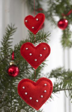 47 12 Pynt til juletræet - Hjerteuro - felt hearts ornaments - would decorate with seasonal trimmingsFelt Christmas Ornaments Christmas ornaments by ModernStyleHoliday - SalvabraniRed felt heart Christmas or Valentine's Day ornaments embellished wit Felt Christmas Decorations, Felt Christmas Ornaments, Noel Christmas, Homemade Christmas, Homemade Ornaments, Ornament Crafts, Snowman Ornaments, Beaded Ornaments, Christmas Wishes