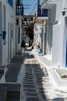 Mykonos-shade-white-and-blu