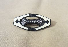 You will receive 1 lovely Vintage 80's Black & White Enameled Pin w/ Rhinestones.   Art Deco style vintage 80's black & white enameled pin with rhinestone detailing.   Vintage 80's piece in excellent condition.
