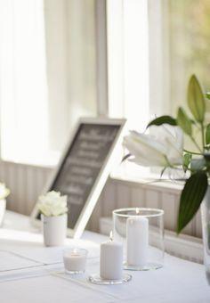 homevialaura #wedding #party #chalkboard #roses #lilies #bloomingville #lettermug #candles Photo: Kirsi Hiekkarinne Photography