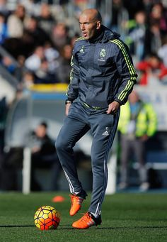 Newly appointed manager of Real Madrid Zinedine Zidane in action during a Real Madrid training session at Valdebebas training ground on January 5, 2016 in Madrid, Spain. (Jan. 4, 2016 - Source: Gonzalo Arroyo Moreno/Getty Images Europe)