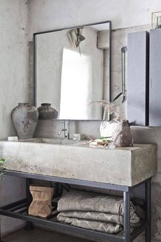 Vintage Home Get this Vintage Industrial decor for your industrial loft - The vintage interior decor never goes out of style. This vintage bathroom decor is such an excellent example if you want your vintage home decor to shine. Concrete Bathroom, Bathroom Countertops, Bathroom Taps, Master Bathroom, Vanity Countertop, Concrete Cement, Polished Concrete, Concrete Basin, Bathroom Marble