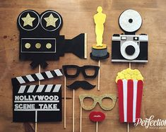 Hollywood Photo Booth Prop Set Hollywood Photo by Perfectionate Kino Party, Cinema Party, Hollywood Theme, Old Hollywood Party, Hollywood Birthday Parties, Red Carpet Party, Movie Night Party, Movie Nights, Game Night
