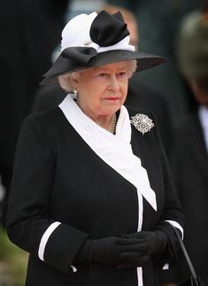 HM wearing the Richmond Brooch
