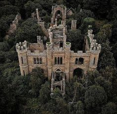 Crawford Priory, Escocia 📷: : via : lifeanddecor on IG Abandoned Castles, Abandoned Mansions, Abandoned Buildings, Abandoned Places, Old Mansions, Castle Ruins, Medieval Castle, Beautiful Castles, Beautiful Buildings