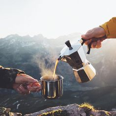 Outdoor Coffee Goals with the Bialetti Express, Portable & Great coffee! Shop Bialetti Link in Bio Camping Snacks, Camping Desserts, Camping Life, Beach Camping, Family Camping, Coffee Girl, Coffee Love, Coffee Shop, Fresh Coffee