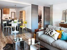 Una casa Chic & Cheap. Una acertada reforma transformó este piso en un mini loft con una cuidada decoración Low Cost. Muebles recicados, piezas recuperadas...