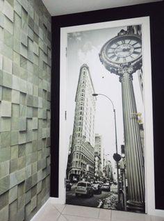 Já deu pra ver que o painel fotográfico, como o nome mesmo sugere, é uma excelente escolha para amantes de fotografia né?? Pois o painel fotográfico com imagem da 5ª Avenida em Nova York é outra excelente opção para decorar a porta. Por ser uma foto PB, ela traz ao ambiente um ar vintage ao ambiente.