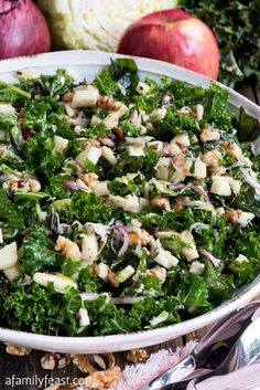 Kale Apple Walnut Salad - Fresh curly kale tossed with apples, walnuts, red onion and cabbage. Such a healthy and delicious salad! Salad Recipes Healthy Vegetarian, Apple Salad Recipes, Salad Recipes For Dinner, Good Healthy Recipes, Healthy Salad Recipes, Kale Recipes, Healthy Food, Ceasar Salat, Apple Walnut Salad