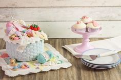 Knit Basket, Basket Weaving, Karen Davies Moulds, Knitting Cake, Rustic Baskets, Knitted Heart, Cake Mold, Crochet Flowers, Cake Decorating