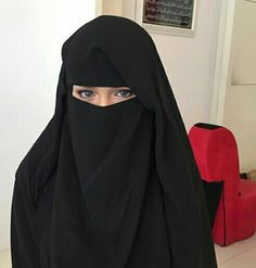 Image in Pearls in Niqab and Hijab collection by Sara Walsh Arab Girls Hijab, Muslim Girls, Muslim Women, Hijabi Girl, Girl Hijab, Niqab Fashion, Muslim Fashion, Hijab Niqab, Hijab Outfit