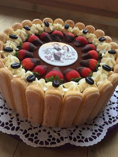 Uschis Tiramisu-Torte Uschis Tiramisu – Torte, a tasty recipe from the category pies. Cake Decorating Designs, Cake Decorating For Beginners, Cake Decorating Videos, No Bake Desserts, Delicious Desserts, Yummy Food, Chocolate Raspberry Cake, Chocolate Cake, Boat Cake
