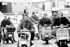 Mods gather on their scooters in Hastings East Sussex August 1964 Retro Scooter, Lambretta Scooter, Scooter Girl, Us Army Surplus, Hastings East Sussex, 4 Wheelers, 60s Mod, The Best Films, Mod Fashion