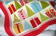 Free pattern by Quilt Soup Xmas quilt http://quiltsoup.com/Hip_Holidays_free_pattern.pdf