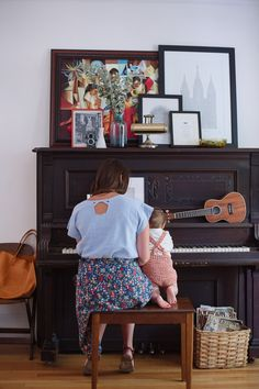 She began playing piano before she could walk. Family Goals, Family Love, Family Kids, Home And Family, Piano Vertical, Mother And Child, Mommy And Me, Baby Love, Sweet Home