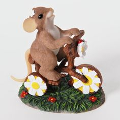 Charming Tails Petal-ing My Way To You Mouse Figurine 4025767+