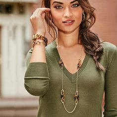 Avon Gold Coast Long Necklace: Bring luxe to your look! Dress up your outfit with the Avon Gold Coast Collection Long Necklace which features a series of two oval goldtone links connected to 1 oval tortoise shell link stationed along a main chain. Shop online @(www.youravon.com/my1724) or click on the pin!!