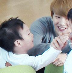 Return of superman - Baekhyun and the twins <3
