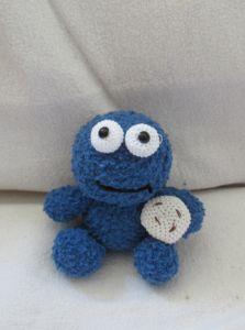 Crochet - a free pattern for a crocheted cookie monster. Crochet – a free pattern for a crocheted cookie monster. Amigurumi Doll Pattern, Crochet Amigurumi, Crochet Slippers, Amigurumi Toys, Knitting Blogs, Baby Knitting Patterns, Crochet Patterns, Cute Crochet, Crochet Yarn