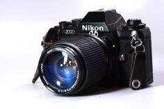 Camara SLR Nikon N2000. Reflex de 35mm con Manual, Semi, o Automatica.     $200 US