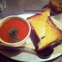 "@Tina Tedesco's photo: ""Mozzarella and cheddar grilled cheese with tomato soup #queenskickshaw"""