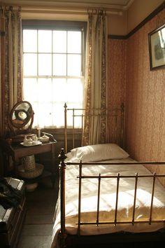 Tiny Edwardian Single Bedroom - life was simple at Cinnamon Crest Cottage. Tiny Edwardian Single Bedroom - life was simple at Cinnamon Crest Cottage. Home Bedroom, Bedrooms, Bedroom Decor, Bedroom Wall, Bedroom Country, 1920s Bedroom, Country Decor, Bedroom Ideas, Bedroom Vintage