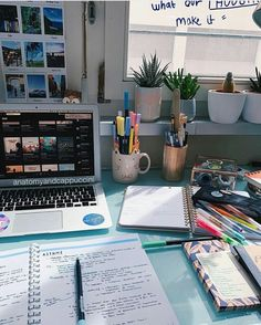 inspiration, books i motivation grafika w We Heart It # online degree study Image about inspiration in University / College /School by lena Study Desk, Study Space, Studio Decor, Study Room Decor, Study Rooms, Study Corner, Study Organization, School Study Tips, Aesthetic Room Decor
