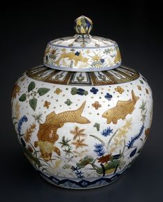 Chinese porcelain covered jar with carp design (1522-1566) - Jiajing period - Ming dynasty