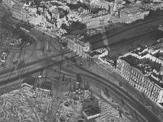 Паризер Platz: Неоклассическая Бранденбургские ворота является единственным выжившим ...
