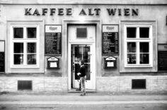 - Kaffee Alt Wien - (Fotographien von Florian C. Austria Travel, Vintage Photos, Paris, Louvre, Vienna Austria, Travelling, Humor, Shop, Beautiful