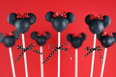 I totally hope chris's and my niece Alayna has a minnie mouse birthday theme, so I can attempt to make these awesome cake pops