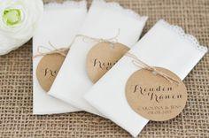 """Mit diesen romantischen """"Freudentränen"""" Taschentüchern sind Eure Gäste bestens auf Eure Hochzeitszermonie vorbereitet.   Jedes Taschentuch wird liebevoll in einem zarten, transparenten Umschlag..."""