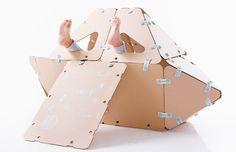 IKITOI juego de posibilidades infinitas, compuesto por piezas geométricas y conectores de plástico flexible. http://charliechoices.com/ikitoi/