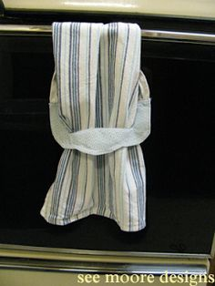 Hot Flash'n Craft'n: Easy Hanging Towel Tutorial
